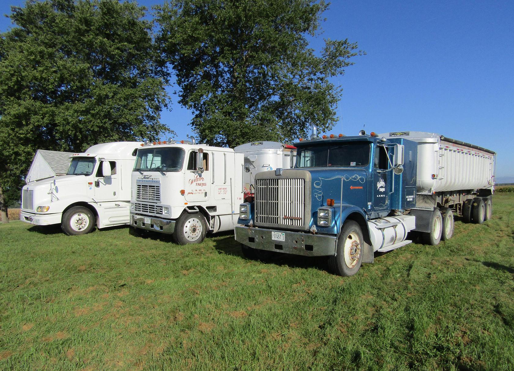 Farm equipment auction in mercer co illinois schrader for Mercer available loads